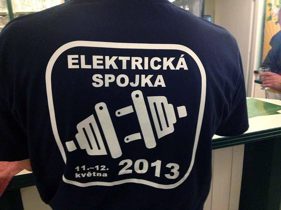 Kolemjdoucí turisté záviděli toto výroční tričko